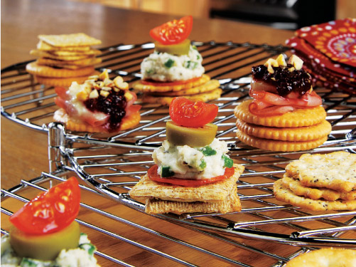 Pizza-Topped Crackers