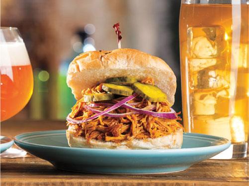 Carne de cerdo cocida a fuego lento y desmenuzada estilo Carolina del Sur